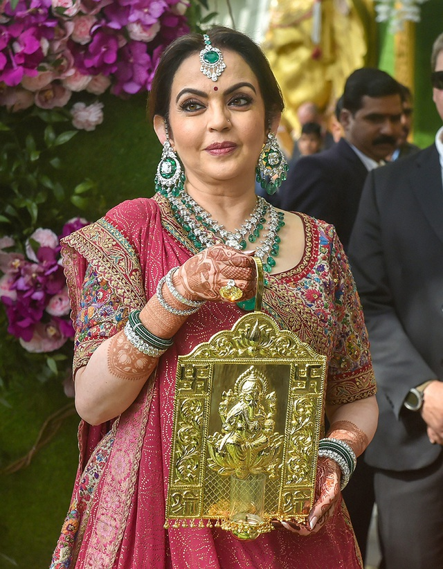Cuộc sống xa hoa của phu nhân tỷ phú giàu nhất Ấn Độ - Ảnh 7.