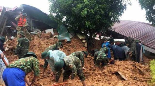 Tìm thấy 3 thi thể đầu tiên trong số 22 cán bộ, chiến sĩ bị sạt núi vùi lấp ở Quảng Trị - Ảnh 3.