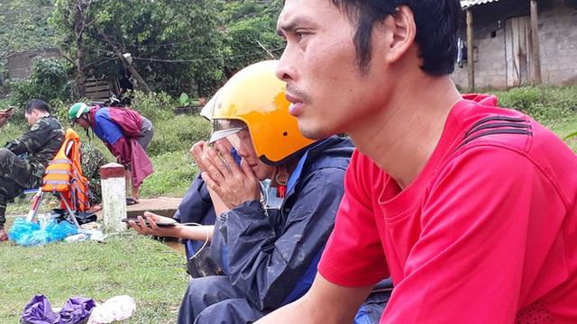 Tìm thấy 3 thi thể đầu tiên trong số 22 cán bộ, chiến sĩ bị sạt núi vùi lấp ở Quảng Trị - Ảnh 4.