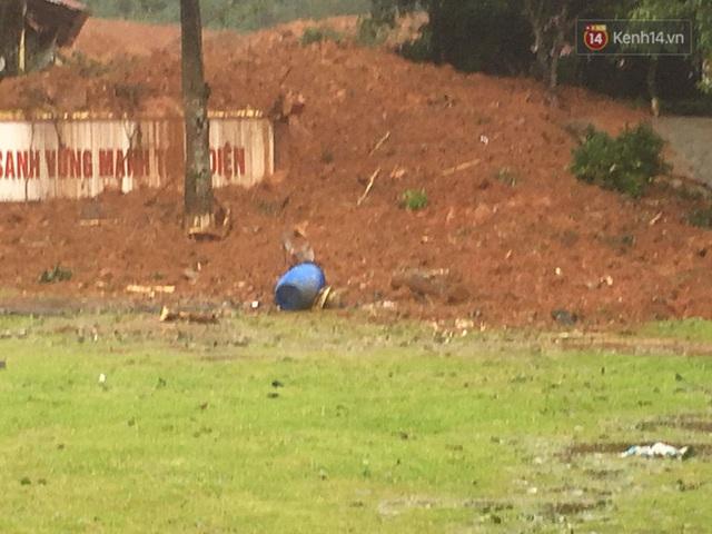 Những hình ảnh đầu tiên tại hiện trường vụ sạt lở đất nghi vùi lấp 22 cán bộ, chiến sĩ ở Quảng Trị - Ảnh 6.