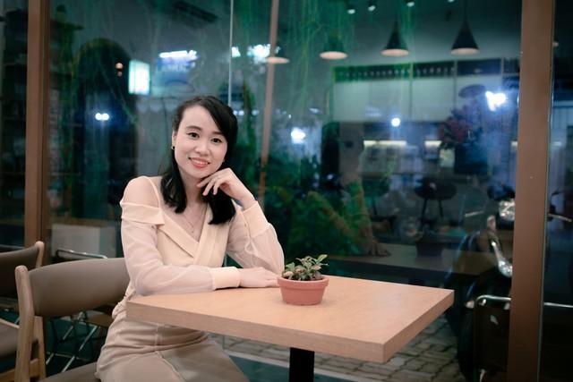 Trò chuyện ngày 20/10: Những tiết lộ phía sau hai nữ tác giả trẻ của cuốn sách Rạng danh Tài trí Việt 5 châu - Ảnh 1.