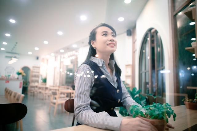 Trò chuyện ngày 20/10: Những tiết lộ phía sau hai nữ tác giả trẻ của cuốn sách Rạng danh Tài trí Việt 5 châu - Ảnh 3.