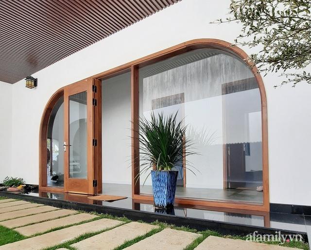 Với chi phí 1 tỷ đồng, cặp vợ chồng trẻ Đắk Lắk xây ngôi nhà mơ ước với những đường cong đẹp ngất ngây - Ảnh 1.