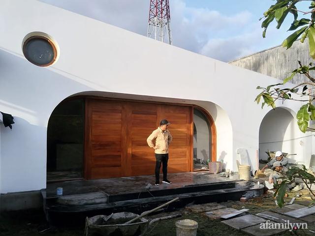 Với chi phí 1 tỷ đồng, cặp vợ chồng trẻ Đắk Lắk xây ngôi nhà mơ ước với những đường cong đẹp ngất ngây - Ảnh 2.