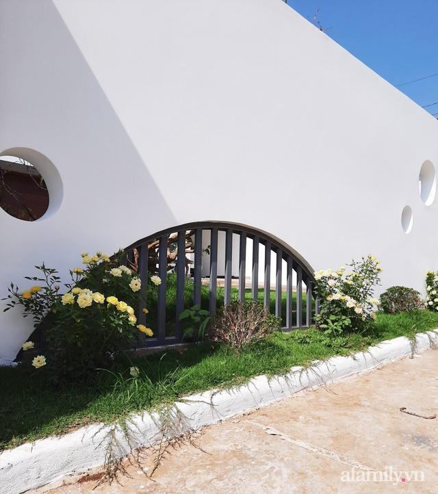 Với chi phí 1 tỷ đồng, cặp vợ chồng trẻ Đắk Lắk xây ngôi nhà mơ ước với những đường cong đẹp ngất ngây - Ảnh 3.