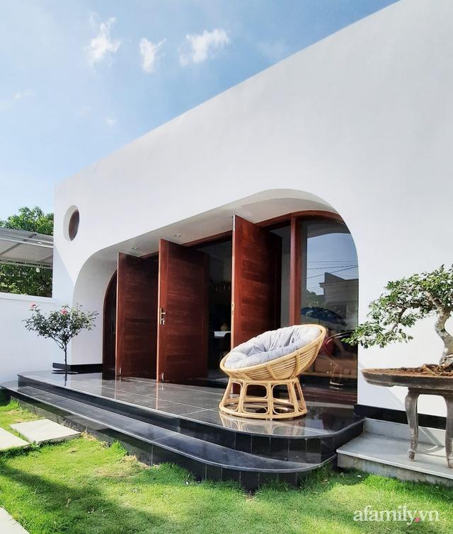 Với chi phí 1 tỷ đồng, cặp vợ chồng trẻ Đắk Lắk xây ngôi nhà mơ ước với những đường cong đẹp ngất ngây - Ảnh 7.