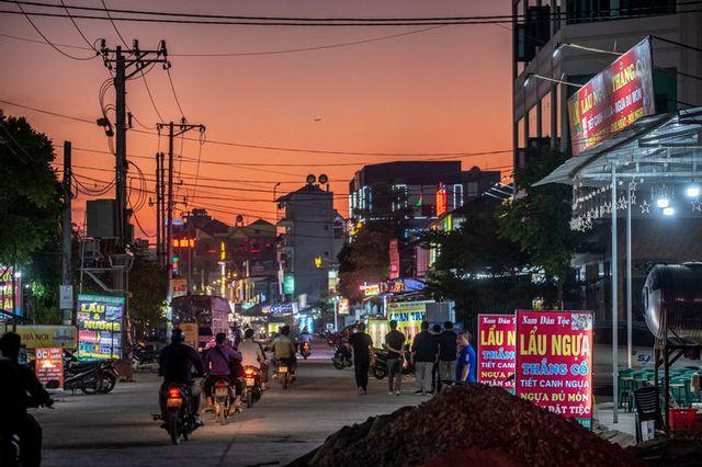 Xe máy đời mới, xế hộp và cú đổi đời ngoạn mục tại những vùng nông thôn nghèo ở Việt Nam nhờ chuỗi cung ứng toàn cầu dịch chuyển - Ảnh 3.
