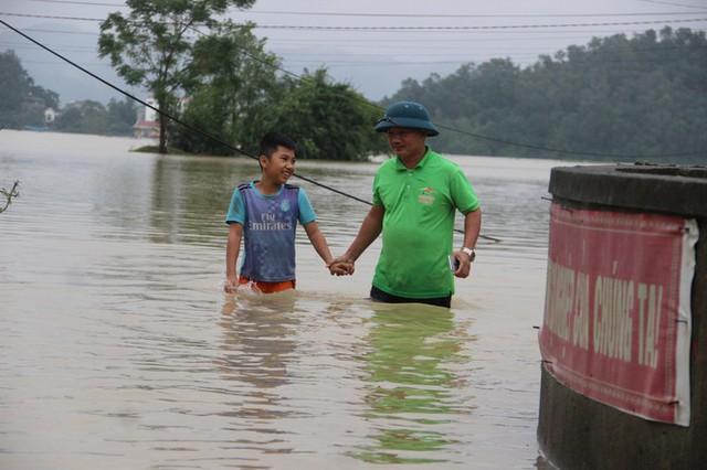 Nước sông Lam dâng cao, Nghệ An ngập lụt trên diện rộng - Ảnh 3.