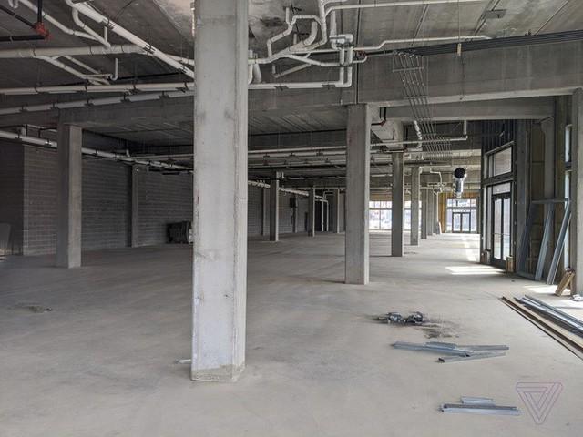 Bên trong một nhà máy trống rỗng, nơi chứa đầy những lời hứa suông của Foxconn - Ảnh 2.