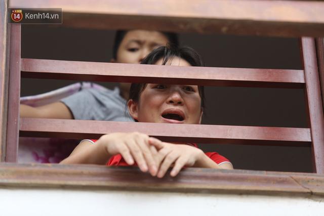 Hơn 2 tuần chịu trận lũ lịch sử, người dân Quảng Bình vẫn phải leo nóc nhà, bơi giữa dòng nước lũ cầu cứu đồ ăn - Ảnh 15.