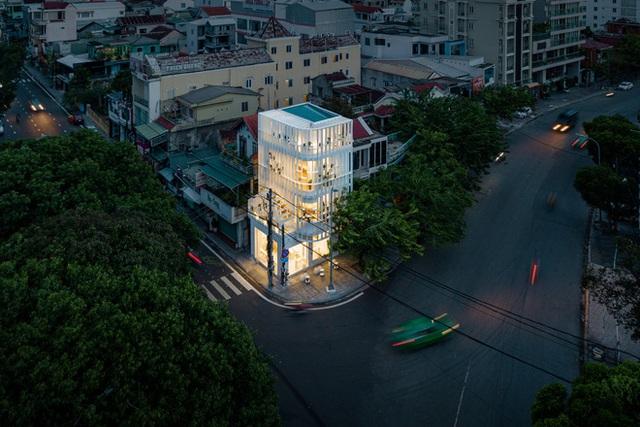 Huế: Căn nhà cũ kỹ, tồi tàn sau khi cải tạo sáng bừng cả góc phố, đẹp lạ trên báo Mỹ - Ảnh 4.