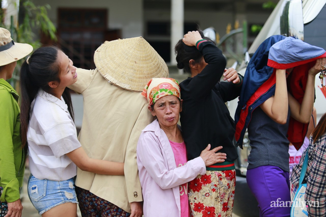 Câu chuyện cứu trợ sau trận đại hồng thủy ở Quảng Bình: Điều tiết thế nào để tránh tình trạng người dân nơi thừa, nơi thiếu - Ảnh 2.
