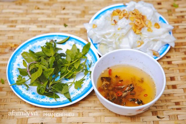 Bánh cuốn cà cuống: Món ăn tưởng đã thất truyền, nào ngờ vẫn được người phụ nữ 30 năm bán trên phố Nguyễn Khuyến gìn giữ, ai ăn thử một lần nghiện đến khó quên - Ảnh 13.