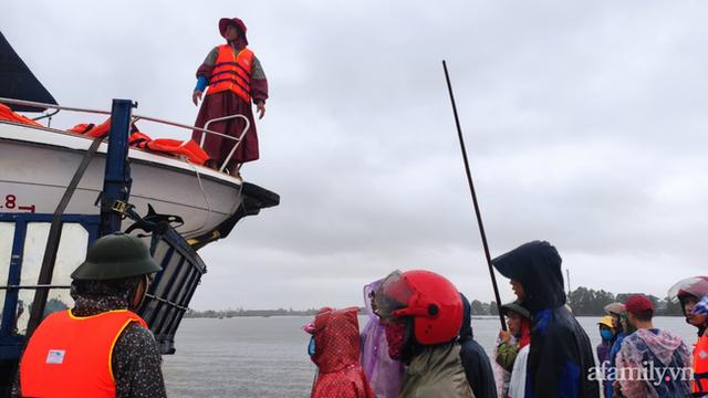 Câu chuyện cứu trợ sau trận đại hồng thủy ở Quảng Bình: Điều tiết thế nào để tránh tình trạng người dân nơi thừa, nơi thiếu - Ảnh 5.