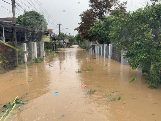Sau bão, nhiều hộ dân miền núi Bình Định đối mặt lũ quét  - Ảnh 2.