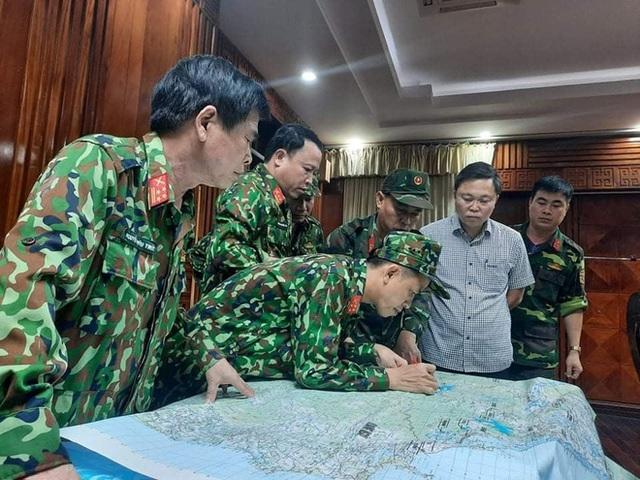Hai vụ sạt lở đất vùi lấp hơn 50 người tại Quảng Nam: Lực lượng quân đội bắt đầu lên hiện trường lúc 3 giờ sáng - Ảnh 1.