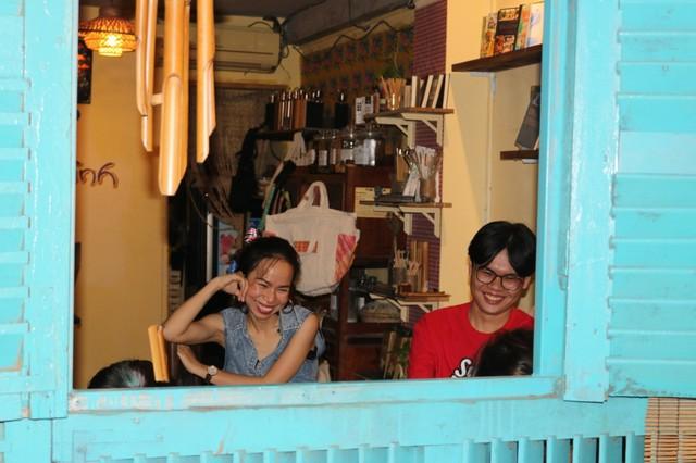 Cuối tuần ở Sài Gòn: Nức lòng quán cà phê kỹ năng mềm cho giới trẻ, tim lại hồi ức tuổi ấu thơ - Ảnh 1.