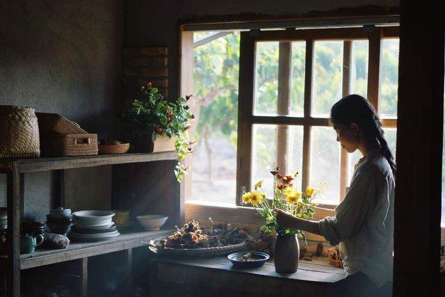 Gạt qua lùm xùm đạo nhái Lý Tử Thất, chủ nhân Bếp trên đỉnh đồi hài lòng về cuộc sống làm nông tự cung tự cấp, quanh quẩn bên căn bếp mỗi ngày - Ảnh 2.