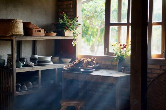 Gạt qua lùm xùm đạo nhái Lý Tử Thất, chủ nhân Bếp trên đỉnh đồi hài lòng về cuộc sống làm nông tự cung tự cấp, quanh quẩn bên căn bếp mỗi ngày - Ảnh 1.