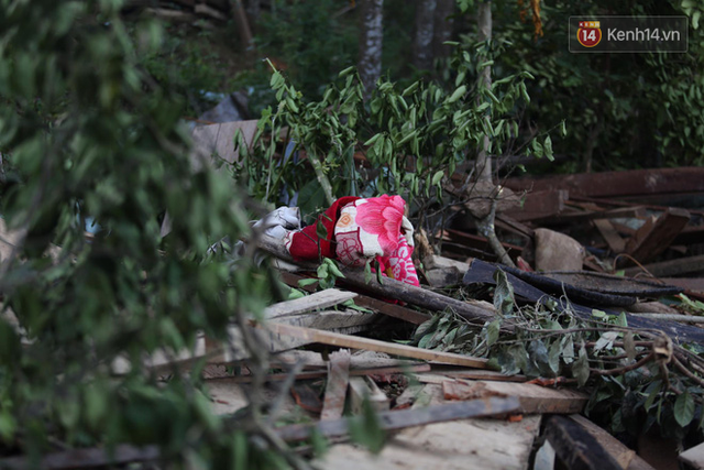 Nước mắt cụ bà mất 8 người thân trong vụ sạt lở ở Quảng Nam: Con nhắn tôi cẩn thận sạt lở, nhưng giờ con chẳng còn nữa - Ảnh 12.