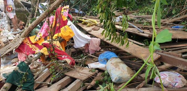Ảnh: Hiện trường ám ảnh vụ sạt lở vùi lấp 11 ngôi nhà ở Trà Leng, bộ đội và người dân bới móc từng đống đổ nát để tìm kiếm thi thể - Ảnh 16.