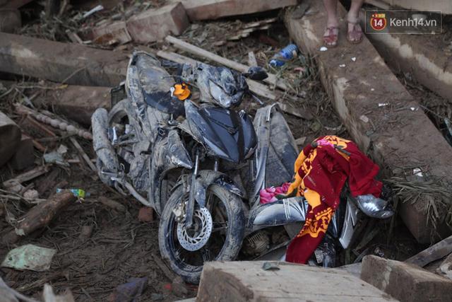 Nước mắt cụ bà mất 8 người thân trong vụ sạt lở ở Quảng Nam: Con nhắn tôi cẩn thận sạt lở, nhưng giờ con chẳng còn nữa - Ảnh 16.