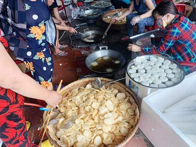 Người miền Tây lại nghĩ ra sáng kiến mới, chiên cơm cháy chà bông để được lâu ngày, đóng hộp cẩn thận gửi đồng bào miền Trung ăn lấy thảo chút đặc sản quê nhà - Ảnh 5.