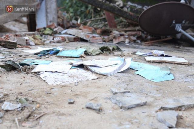 Ảnh: Hiện trường ám ảnh vụ sạt lở vùi lấp 11 ngôi nhà ở Trà Leng, bộ đội và người dân bới móc từng đống đổ nát để tìm kiếm thi thể - Ảnh 10.