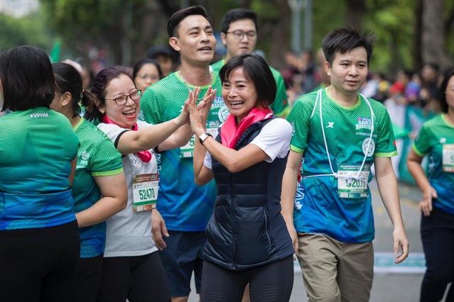 AIA Việt Nam và VPBank: Khách hàng là trọng tâm trên 'đường đua Bancassurance' - Ảnh 1.