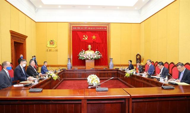 Mỹ viện trợ Việt Nam 2 triệu USD để khắc phục hậu quả thiên tai - Ảnh 2.
