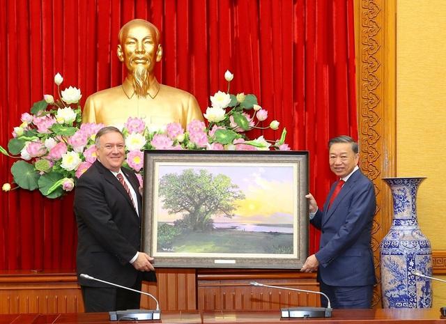 Mỹ viện trợ Việt Nam 2 triệu USD để khắc phục hậu quả thiên tai - Ảnh 3.