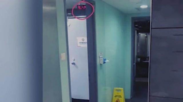 Công ty Trung Quốc gây phẫn nộ khi lắp đồng hồ đếm thời gian đi vệ sinh của nhân viên - Ảnh 1.