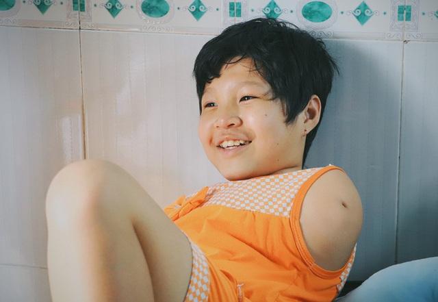 Nghẹn lòng trước câu nói của cô bé chim cánh cụt ở Sài Gòn: Bố mẹ không có thương con, giờ con chỉ có bà nội thôi... - Ảnh 13.