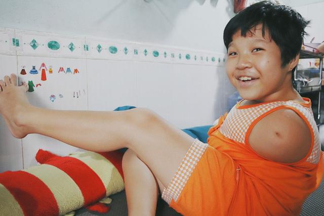 Nghẹn lòng trước câu nói của cô bé chim cánh cụt ở Sài Gòn: Bố mẹ không có thương con, giờ con chỉ có bà nội thôi... - Ảnh 19.