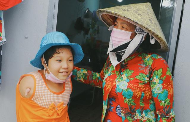 Nghẹn lòng trước câu nói của cô bé chim cánh cụt ở Sài Gòn: Bố mẹ không có thương con, giờ con chỉ có bà nội thôi... - Ảnh 5.