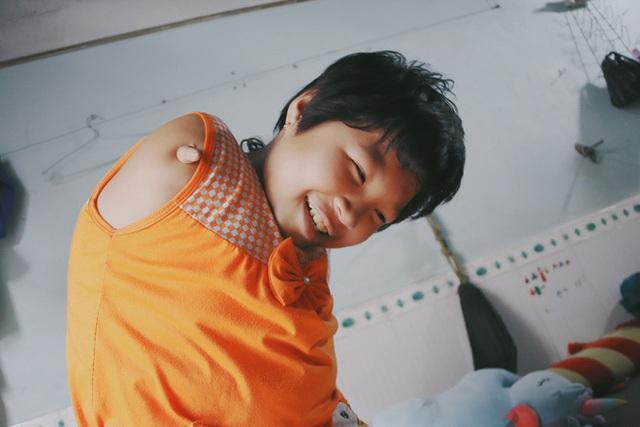 Nghẹn lòng trước câu nói của cô bé chim cánh cụt ở Sài Gòn: Bố mẹ không có thương con, giờ con chỉ có bà nội thôi... - Ảnh 9.