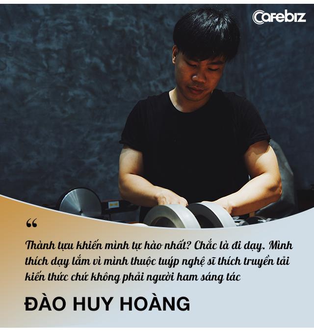 Sống bằng đam mê: Cựu sinh viên FTU rẽ ngang sang nghề viết chữ, đến nay thành nghệ nhân calligraphy số 1 Việt Nam  - Ảnh 14.