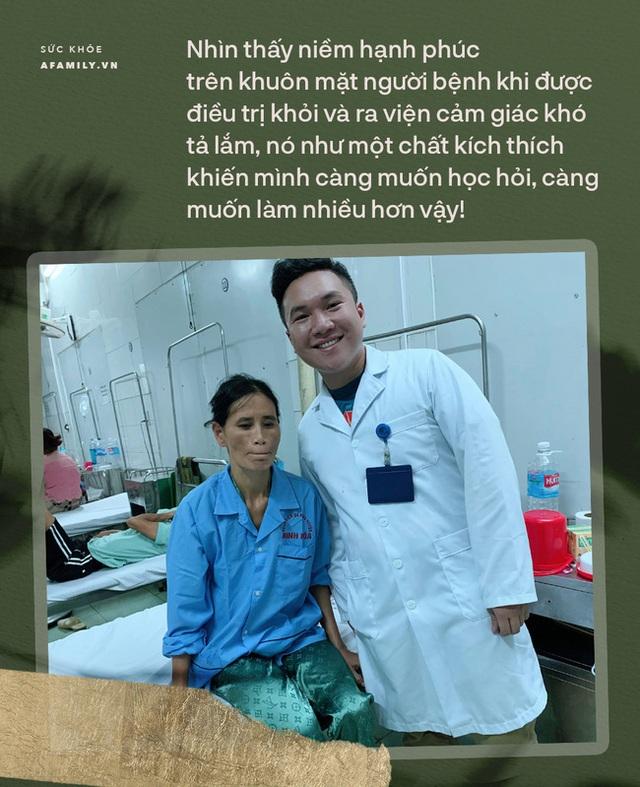 Bác sĩ trẻ điển trai có hàng nghìn follow trên mạng xã hội: Dù hành nghề y hay viết sách cũng mong giúp được nhiều người! - Ảnh 11.