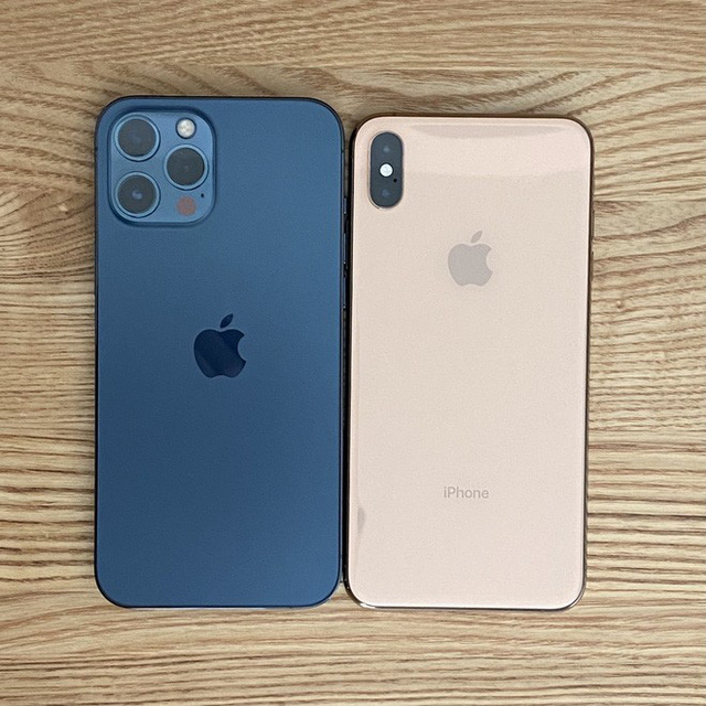 iPhone 12 Pro Max và iPhone 12 mini bắt đầu đến tay người dùng thế giới, hàng xách tay đang rục rịch về Việt Nam - Ảnh 1.