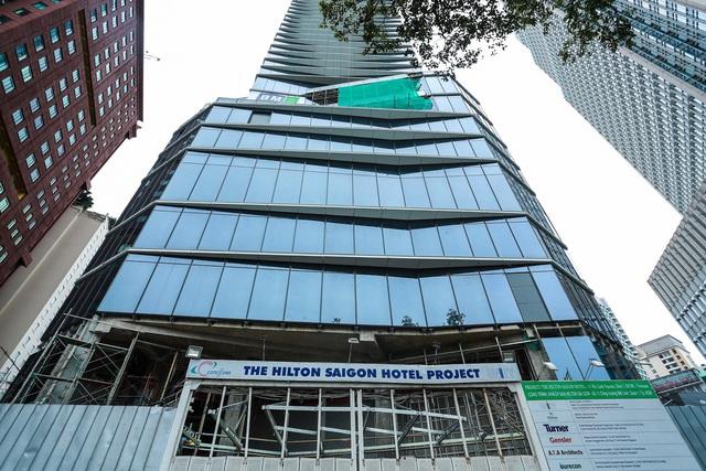 Cận cảnh khách sạn 5 sao Hilton Sài Gòn đang trong diện rà soát pháp lý - Ảnh 4.