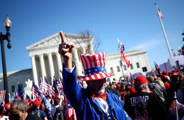Hàng chục nghìn người biểu tình đổ về Washington, D.C., hô hào thêm 4 năm cho Tổng thống Trump - Ảnh 9.