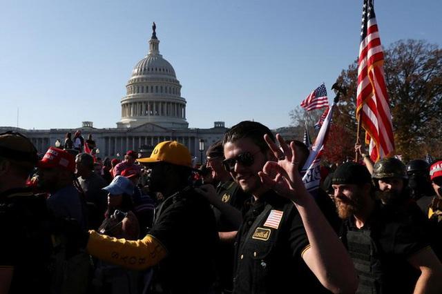 Hàng chục nghìn người biểu tình đổ về Washington, D.C., hô hào thêm 4 năm cho Tổng thống Trump - Ảnh 11.