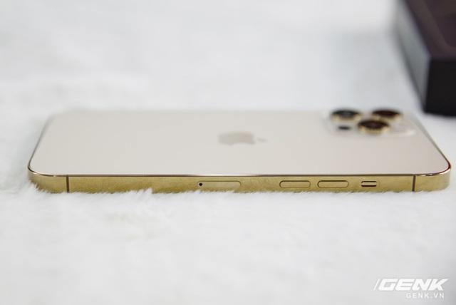 iPhone 12 Pro Max xách tay sập giá 15 triệu đồng sau 3 ngày về Việt Nam - Ảnh 1.