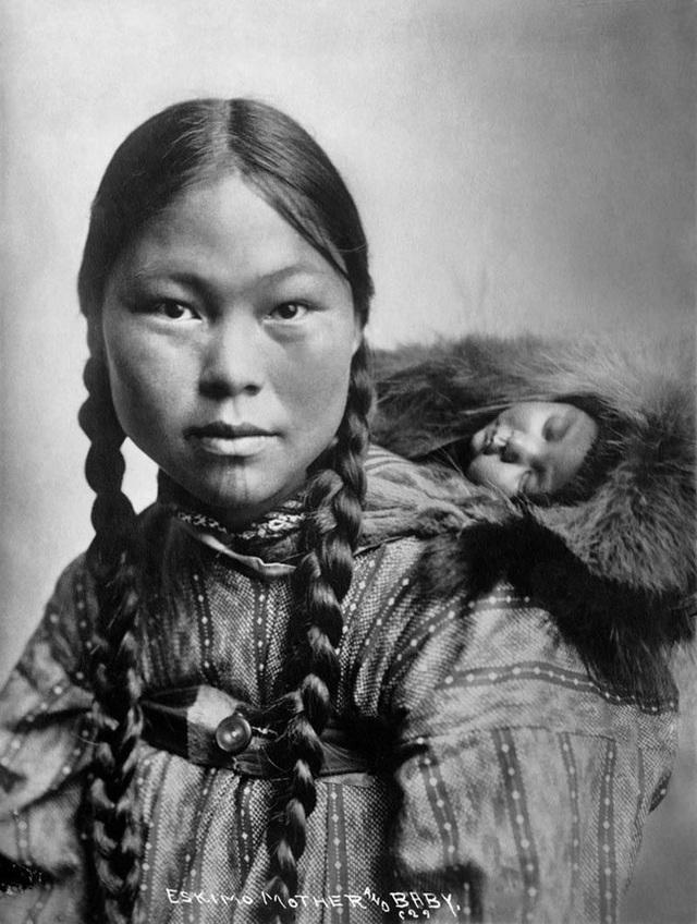 Chuyện thật có 1-0-2: Phụ nữ Eskimo được chồng đem ra tiếp khách để thể hiện lòng hiếu khách, thoải mái cho ngủ chung với người lạ - Ảnh 2.