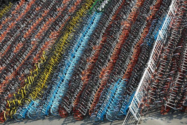 Hết nghĩa trang xe đạp giờ Trung Quốc lại đau đầu với cọc sạc thây ma - Ảnh 3.