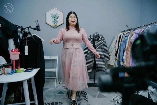 Từ nàng béo bị cười chê đến người mẫu ngoại cỡ: Thu nhập 35 triệu đồng/tháng, ngày nghỉ không muốn mở miệng nói chuyện - Ảnh 6.