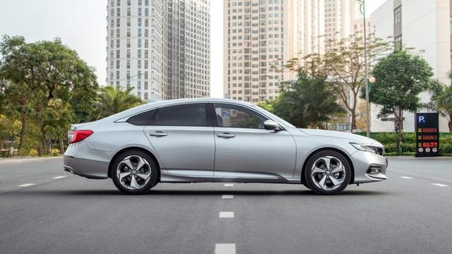 Giảm giá sập sàn 320 triệu đồng, mẫu ô tô này về mức thấp kỷ lục tại Việt Nam - Ảnh 1.