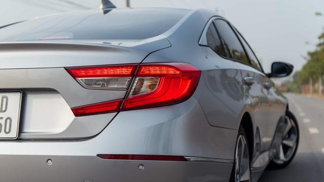 Giảm giá sập sàn 320 triệu đồng, mẫu ô tô này về mức thấp kỷ lục tại Việt Nam - Ảnh 4.