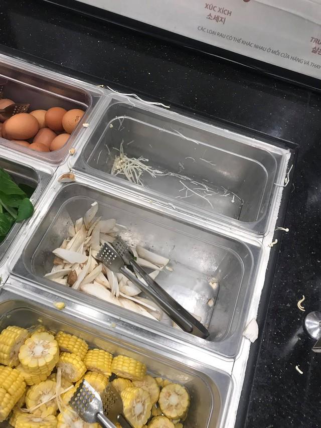 """Chuỗi nhà hàng buffet lẩu Tokpokki nổi tiếng ở Hà Nội liên tiếp bị tố vì thái độ đuổi khách của nhân viên, """"lên đồ ki bẩn"""", đồ ăn lèo tèo, trong nhà hàng còn có... gián - Ảnh 3."""
