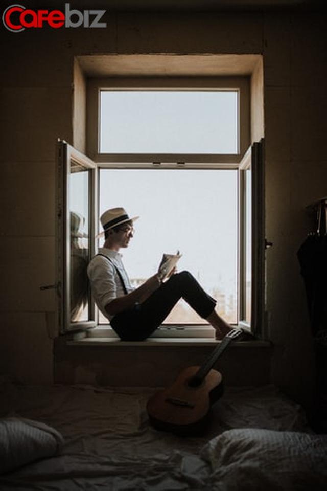 Hai cuộc đời khác biệt của người đọc sách và không đọc sách: Thấm từng chữ!  - Ảnh 2.